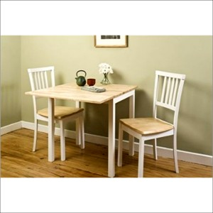 Kitchen tables for small spaces stones finds for Small kitchen tables and chairs for small spaces